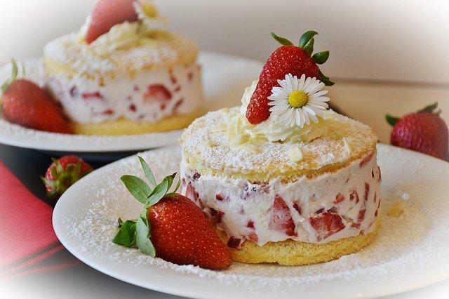 strawberries-cake